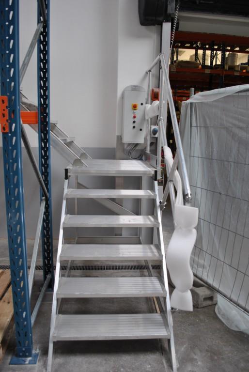 Escalier d acc s fin de rack d int rieur industriel for Location echafaudage escalier interieur