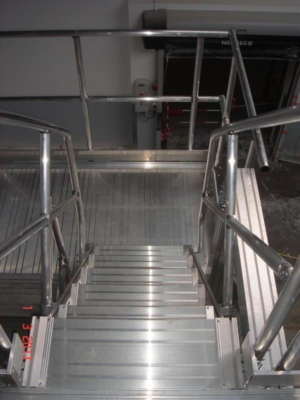 Escalier d acc s fin de rack int rieur industriel for Location echafaudage escalier interieur