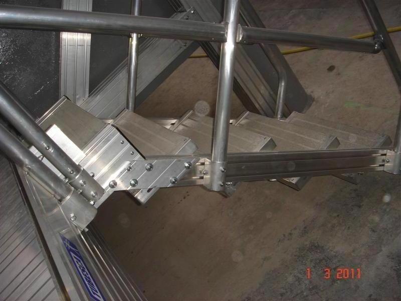 Escalier d acc s fin de rack int rieur industriel for Interieur industriel